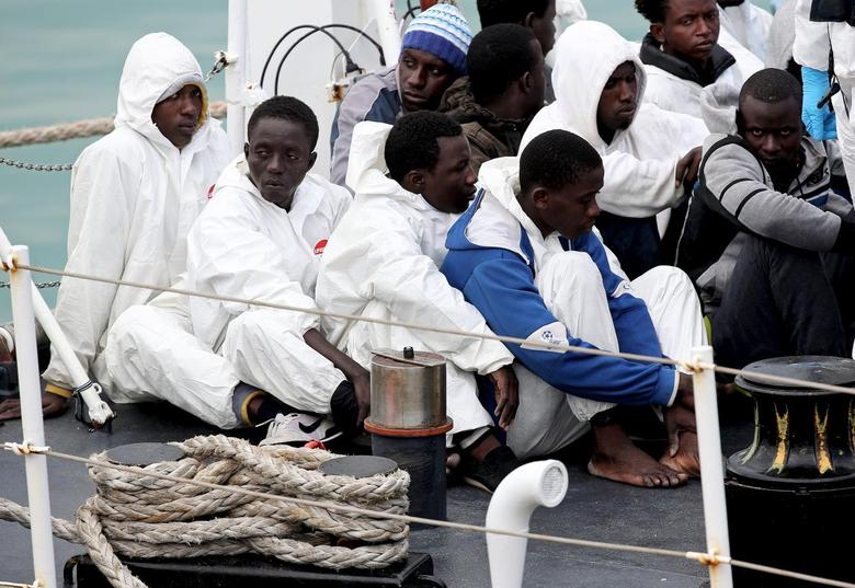 Migrants look on before arriving at the Sicilian harbor of Catania April 24, 2015. An Italian coast guard vessel carrying 84 migrants rescued off the coast of Libya arrived at the Sicilian port of Catania on Friday morning.   REUTERS/Alessandro Bianchi