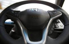 Toyota Motor et Nissan Motor ont annoncé mercredi ramener à l'atelier quelque 6,5 millions de véhicules en raison d'airbags potentiellement défectueux fabriqués par Takata dans le cadre du dernier rappel en date impliquant des produits de l'équipementier automobile japonais. /Photo prise le 1er décembre 2014/REUTERS/Toru Hanai