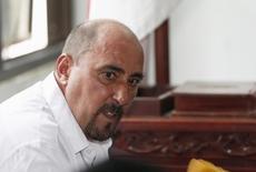 Un magistrat indonésien a annoncé mercredi qu'une décision serait prise dans deux semaines sur l'examen du nouvel appel de la condamnation à mort du Français Serge Atlaoui, qui conteste devant la justice la légalité de la procédure. /Photo prise le 1er avril 2015/REUTERS/Beawiharta