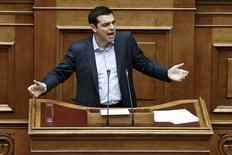 Tsipras durante su comparecencia en el parlamento, el  8 de mayo de 2015. El Gobierno de Grecia descartó el miércoles precipitarse a un referendo para asegurar el apoyo público a unas reformas impopulares, optando en su lugar por hacer un esfuerzo final para lograr un compromiso con sus acreedores a fines de mes. REUTERS/Alkis Konstantinidis