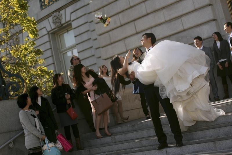 How Much Should You Give As A Wedding Gift Reuters