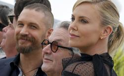 """Director George Miller (C), cast members Tom Hardy (L) and Charlize Theron (R) pose during a photocall for the film """"Mad Max: Fury Road"""" out of competition at the 68th Cannes Film Festival in Cannes, southern France, May 14, 2015.     REUTERS/Regis Duvignau"""