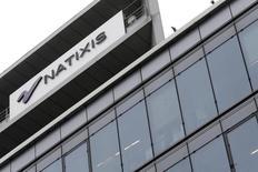 Natixis, qui vient de finaliser le rachat de Leonardo &Co, renomme la banque d'affaires Natixis Partners. Elle devient la filiale du groupe bancaire français spécialisée dans le conseil en fusions et acquisitions (M&A) à destination des fonds d'investissement pour leurs transactions sur le segment des valeurs moyennes. /Photo d'archives/REUTERS/Jacky Naegelen