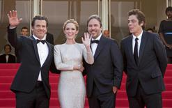 "(L-R) Cast members Josh Brolin, Emily Blunt, director Denis Villeneuve, cast member Benicio Del Toro pose on the red carpet as they arrive for the screening of the film ""Sicario"" in competition at the 68th Cannes Film Festival in Cannes, southern France, May 19, 2015.        REUTERS/Yves Herman"