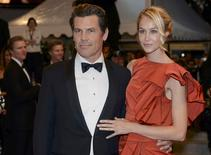 """Cast member Josh Brolin (L) and his girlfriend Kathryn Boyd pose on the red carpet as they leave after the screening of the film """"Sicario"""" in competition at the 68th Cannes Film Festival in Cannes, southern France, May 19, 2015.             REUTERS/Jean-Pierre Amet"""