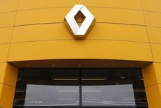 Vers 12h10, Renault (+1,14% à 97,94 euros) est en tête des hausses du CAC 40 vers, la valeur testant une résistance technique vers 98 euros. Au même moment, l'indice phare de la Bourse de Paris perd 0,48% à 5.108,66 points. /Photo d'archives/REUTERS/Vincent Kessler