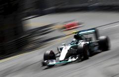 Mercedes Formula One driver Nico Rosberg of Germany takes a curve during the Monaco F1 Grand Prix May 24, 2015.  REUTERS/Max Rossi