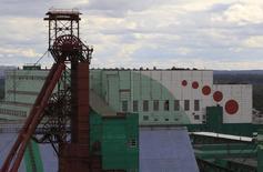 Вид на шахту Уралкалия в Березниках 25 августа 2013 года. Российский калийный гигант Уралкалий получил заявки на выкуп 11,89 процента акций в рамках объявленного в конце апреля buyback, сообщила компания в понедельник. REUTERS/Sergei Karpukhin