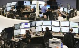 Traders work at their screens at the stock exchange in Frankfurt January 23, 2015. REUTERS/Pawel Kopczynski