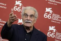 """Actor Omar Sharif poses for photographers during """"Al Mosafer"""" (The Traveller) photocall during the 66th Venice Film Festival September 10, 2009.  REUTERS/Tony Gentile"""