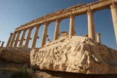 Colunas na cidade histórica síria de Palmira. 13/05/2010 REUTERS/Mohamed Azakir