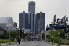 General Motors, à suivre jeudi à Wall Street. Un juge américain a suspendu des dizaines de plaintes accusant le constructeur automobile d'avoir dissimulé un défaut touchant certains commutateurs d'allumage. /Photo d'archives/REUTERS/Rebecca Cook
