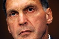 """Plus de six ans et demi après la faillite de Lehman Brothers, son patron de l'époque, Richard Fuld Jr, continue d'affirmer sans se repentir que sa banque n'était pas aux abois mais a été emportée par une """"tempête parfaite"""" face à laquelle il était impuissant.  /Photo d'archives/REUTERS/Jonathan Ernst"""