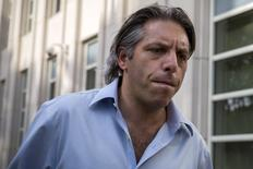 O chefe da companhia brasileira de marketing esportivo Traffic nos Estados Unidos, Aaron Davidson, deixa o tribunal federal do Brooklyn, em Nova York, nesta sexta-feira. 29/05/2015 REUTERS/Brendan McDermid