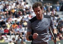 Andy Murray of Britain reacts during the men's singles match against Nick Kyrgios of Australia at the French Open tennis tournament at the Roland Garros stadium in Paris, France, May 30, 2015.      REUTERS/Gonzalo Fuentes