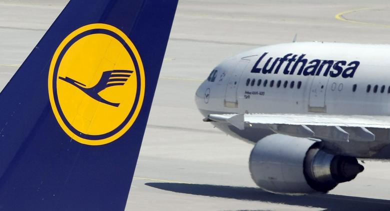 Aircrafts of German carrier Lufthansa are parked on the tarmac during a strike at Munich's airport in this July 28, 2008 file picture.  REUTERS/Michaela Rehle/Files