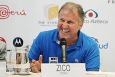 Ex-jogador Zico concede entrevista coletiva em Lima, no Peru, em 2013. 01/07/2013 REUTERS/Enrique Castro-Mendivil