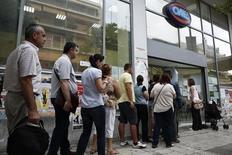 Le taux de chômage en Grèce est resté stable en mars, le chiffre de février ayant été révisé en hausse à 25,6%. Ce chiffre corrigé des variations saisonnières est le moins élevé enregistré depuis juillet 2012, mois durant lequel le taux de chômage s'était établi à 25,3%. /Photo d'archives/REUTERS/Yorgos Karahalis