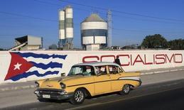 La Havane. Cuba et le Club de Paris, qui regroupe des pays créanciers, ont abouti à un accord sur le montant de la dette cubaine restante après le défaut de 1986, soit 15 milliards de dollars (13,3 milliards d'euros), une première étape importante vers une renégociation. /Photo d'archives/REUTERS