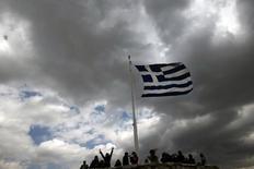 Bandeira grega vista em Atenas.   20/03/2015     REUTERS/Alkis Konstantinidis
