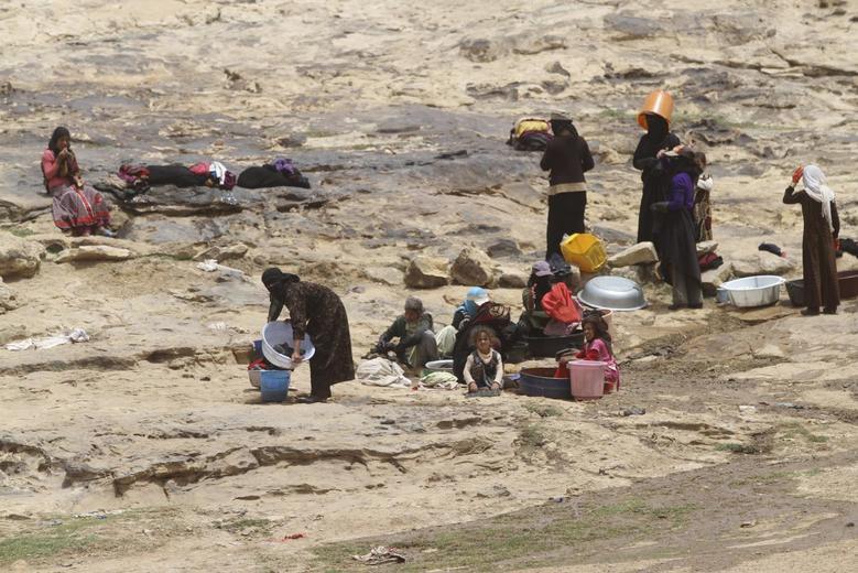 Women wash clothes near a water well amid water shortage near Sanaa, Yemen, June 9, 2015. REUTERS/Mohamed al-Sayaghi