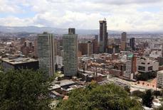 Imagen de archivo de  Bogotá, abr 7 2015. La economía de Colombia se expandió un 2,8 por ciento en el primer trimestre frente a igual lapso del año pasado, impulsada por el comercio, la construcción y el sector financiero, dijo el viernes el Gobierno, un dato en línea con lo esperado por el mercado y las autoridades. REUTERS/Jose Miguel Gomez