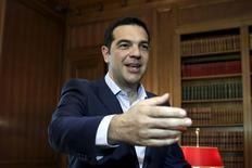Alors que les négociations doivent reprendre ce samedi à Bruxelles, le Premier ministre grec, Alexis Tsipras, s'est dit prêt à accepter des compromis douloureux pour parvenir à un accord avec les créanciers d'Athènes à condition d'obtenir en retour un allègement de la dette, qu'exclut l'Allemagne. /Photo prise le 12 juin 2015/REUTERS/Alkis Konstantinidis