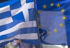 La Commission européenne a entériné un constat d'échec des négociations menées ce week-end à Bruxelles entre les représentants du gouvernement grec et ceux des créanciers internationaux. La décision définitive sur un éventuel défaut de la Grèce sur sa dette appartient désormais à l'Eurogroupe qui doit se réunir jeudi, a annoncé l'exécutif européen. /Photo prise le 19 février 2015/REUTERS/Yves Herman