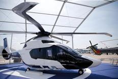 Protoype dumodèle H160 d'Airbus Helicopters au Salon du Bourget  Airbus Helicopters regarde de près le dossier de la société américaine d'hélicoptères Sikorsky, que sa maison mère United Technologies envisage de vendre, a déclaré mardi Guillaume Faury, directeur général de la société. /Photo prise le 13 juin 2015/REUTERS/Pascal Rossignol