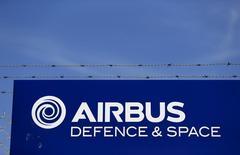 Airbus Group a annoncé une commande par l'Arabie saoudite de quatre C295W, un avion militaire de transport et de patrouille plus petit que l'A400M. /Photo d'archives/REUTERS/Marcelo del Pozo