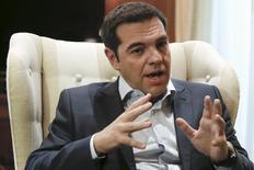 Le Premier ministre grec, Alexis Tsipras, a déclaré mardi qu'Athènes voulait conclure avec ses créanciers un accord viable et durable pour sortir son pays de la crise économique, tout en soulignant que la restructuration de la dette constituait le principal point d'achoppement des discussions. /Photoprise le 16 juin 2015/REUTERS/Alkis Konstantinidis