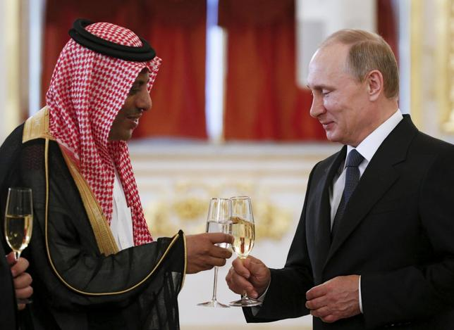 Russia's President Vladimir Putin (R) toasts with Saudi Arabia's Ambassador to Russia Abdulrahman Al-Rassi after receiving a diplomatic credential from him during a ceremony at the Kremlin in Moscow, Russia, May 28, 2015. REUTERS/Sergei Karpukhin