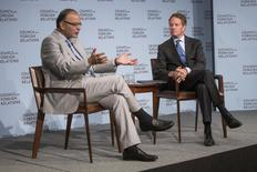India's Finance Minister Arun Jaitley (L) speaks with Timothy Geithner, former U.S. Secretary of the Treasury, at the Council on Foreign Relations in New York, June 18, 2015. REUTERS/Lucas Jackson