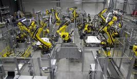 Цех завода Porsche в Лейпциге. 5 февраля 2014 года. Экономика Германии хорошо начала второй квартал, а индикаторы указывают на продолжение подъема, несмотря на ухудшение настроений среди компаний и инвесторов, сообщило министерство финансов в понедельник. REUTERS/Tobias Schwarz