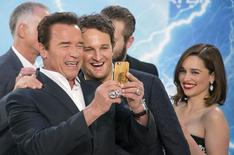 "Cast members Arnold Schwarzenegger (L) and Jason Clarke take a selfie beside fellow cast member Emilia Clarke (R) as they arrive at the red carpet for the premiere of the film ""Terminator Genisys"" in Berlin, Germany, June 21, 2015. REUTERS/Hannibal Hanschke"