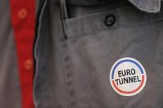 Eurotunnel avance de 1,52%, plus forte progression du SBF 120, vers 12h40 quand le CAC 40 recule de 0,44% à 5.035,57 points. UBS, à l'achat sur la valeur, a relevé son objectif de cours de 13,80 à 14,90 euros. /Photo d'archives/REUTERS/Christian Hartmann