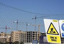 Logements en construction à Séville. L'économie espagnole a connu une croissance proche de 4% au premier semestre 2015, ce qui place le pays en bonne position pour voir son produit intérieur brut (PIB) retrouver ses niveaux d'avant la crise à la fin de l'an prochain, /Photo d'archives/REUTERS/Marcelo del Pozo