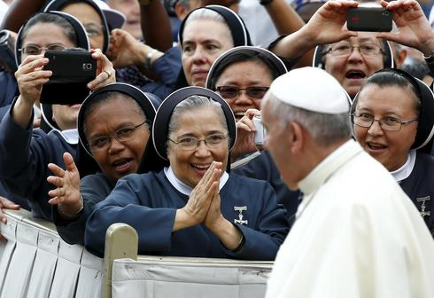 Pope Francis' nun fan club