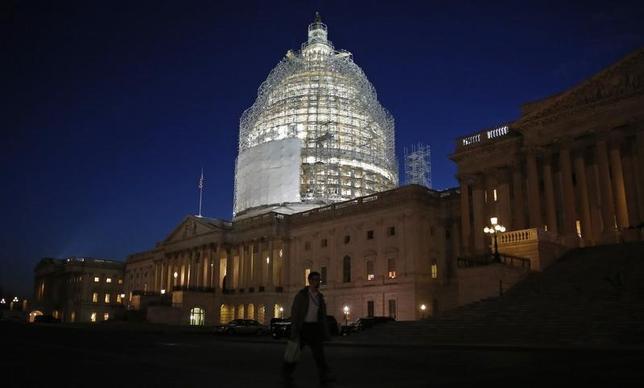 6月24日、米上院は、大統領に強力な通商権限を与える「貿易促進権限(TPA、通称ファストトラック)」法案の採決を行い、賛成60、反対38で可決した。1月撮影(2015年 ロイター/Jim Bourg )