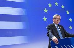 El presidente de la Comisión Europea, Jean Claude Juncker hace declaraciones sobre la situación de Grecia en la sede de la Comisión Europea en Bruselas, 29 de junio de 2015. El jefe de la Comisión Europea hizo una oferta de último minuto para tratar de convencer al primer ministro griego, Alexis Tsipras, de que acepte un acuerdo de rescate que ha rechazado previamente en un referendo el domingo que sus socios de la UE dicen que será una elección sobre si Atenas permanece en el euro. REUTERS/Yves Herman