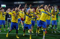 Football - Portugal v Sweden - UEFA European Under 21 Championship - Czech Republic 2015 - Final - Eden Arena, Prague, Czech Republic - 30/6/15 Sweden's John Guidetti (C) celebrates their win after the game with Alexander Milosevic (R) and Abdul Khalili Action Images via Reuters / Lee Smith Livepic