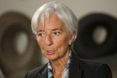 La directora gerente del FMI, Christine Lagarde durante una entrevista en la sede del Fondo Monetario Internacional, en Washington, 1 de julio de 2015. El Fondo Monetario Internacional dijo el lunes que está vigilando la situación en Grecia y aseguró que está dispuesto a ayudar si así se lo solicitan, tras un referéndum en ese país que rechazó las condiciones del rescate de los acreedores internacionales. REUTERS/Jonathan Ernst