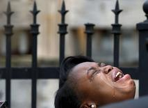 Diamond Trusty cries in grief over the death of her cousin, 7-year-old Amari Brown in Chicago, Illinois, United States, July 5, 2015. REUTERS/Jim Young