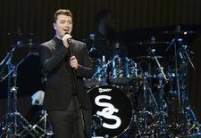 Sam Smith durante show em Los Angeles. 05/12/2014 REUTERS/Mario Anzuoni
