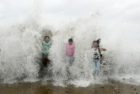 Typhoon slams eastern China