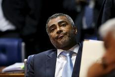 Ex-jogador e senador Romário durante sessão do Senado em Brasília. 27/05/2015 REUTERS/Adriano Machado