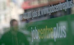 Le chômage en Grande-Bretagne a augmenté sur les trois mois à mai pour la première fois depuis le début 2013. Le taux de chômage, calculé au sens du Bureau international du travail, s'est établi à 5,6% sur ces trois mois contre 5,4% sur la période février-avril. /Photo d'archives/REUTERS/Alessia Pierdomenico