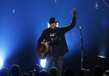"""Musician Neil Young performs """"Blowin' in the Wind"""" during the 2015 MusiCares Person of the Year tribute honoring Bob Dylan in Los Angeles, California February 6, 2015. REUTERS/Mario Anzuoni"""