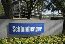 Здание офиса Schlumberger Corporation в Хьюстоне. 16 января 2015 года. Прибыль крупнейшей в мире нефтесервисной компании Schlumberger Ltd превысила прогноз во втором квартале благодаря сокращению расходов. REUTERS/Richard Carson