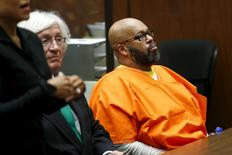 "Defendant Marion ""Suge"" Knight looks on as he attends a hearing with his attorney Thomas Mesereau in his robbery case in Los Angeles, California July 7, 2015.  REUTERS/Patrick T. Fallon"